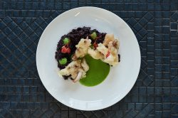 4 Riz noir venere, poulpes croustillants et crème de petits pois